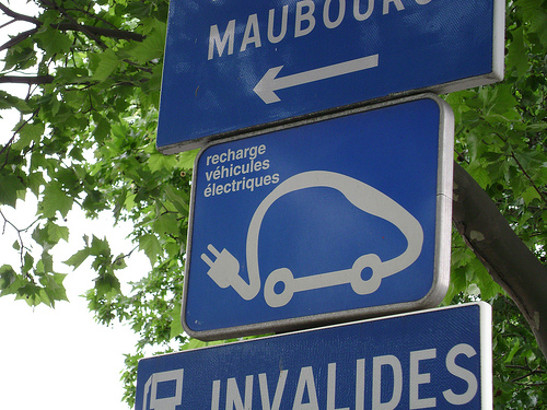 They do have electric cars in Paris. Flickr photo by David_Megginson.