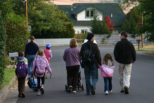 Families participate in the 2006 International Walk & Bike to School Day. Photo by Derek Diamond.