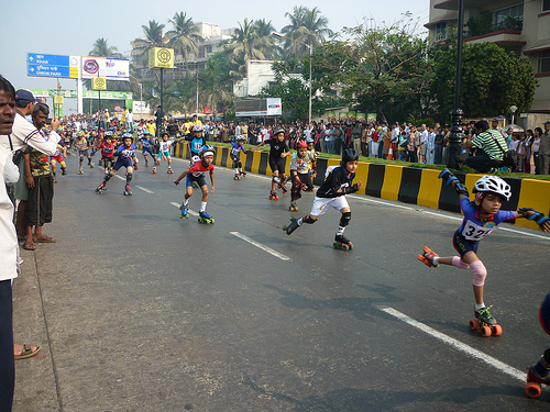 For the first time in Mumbai, children rollerskate on a car-free street. Photo by Madhav Pai.