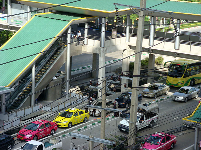 "Bangkok needs to block other traffic from BRT lanes to ensure that BRT succeeds in boosting public transit ridership and easing congestion. Photo via ""Goddess"" on Skyscrapercity.com."