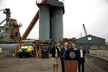 Mayor Bloomberg and Transportation Commissioner Sadik-Khan at new plant in Queens. Photo via theepochtimes.com