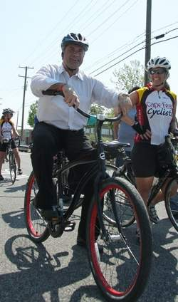 Wilmington mayor Bill Saffo rides down Wilmington's bike boulevard on its opening day. Photo via StarNewsOnline.com