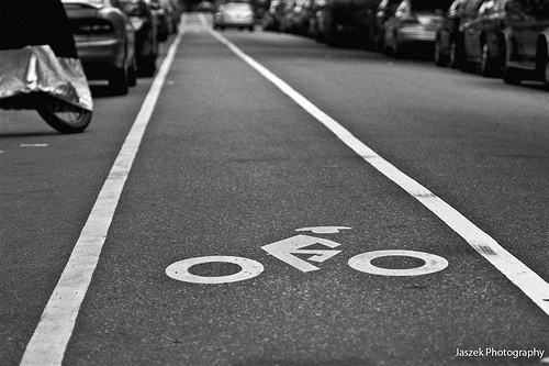 Cycling is the fastest-growing way to get around NYC. Image via Jaszek PL.