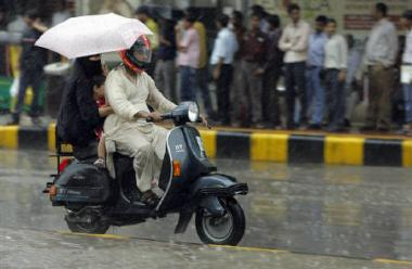 A recent increase in rains is good news for farmers but bad news for Mumbaikers on the move. Image via Reuters.