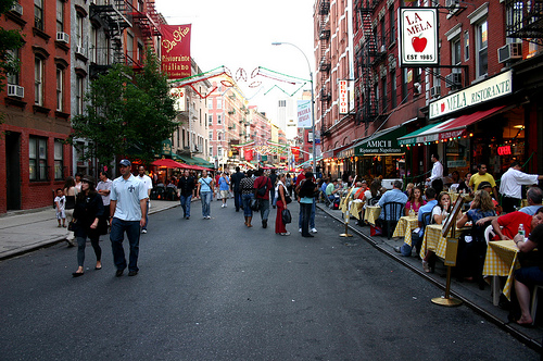Little Italy, New York (above) tied with TriBeCa and SoHo as the most walkable neighborhood in the forty largest U.S. cities, based on walkscore.com's score. Photo via Rocío Lara.