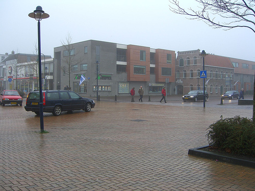 A Hans Monderman-designed streetscape in Drachten, Holland sans traffic lights, road signs and lane markers. Photo by Jerry Michalski.