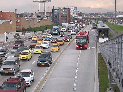 The TransMilenio BRT on an expressway with overtaking lanes. Photo by Dario Hidalgo.