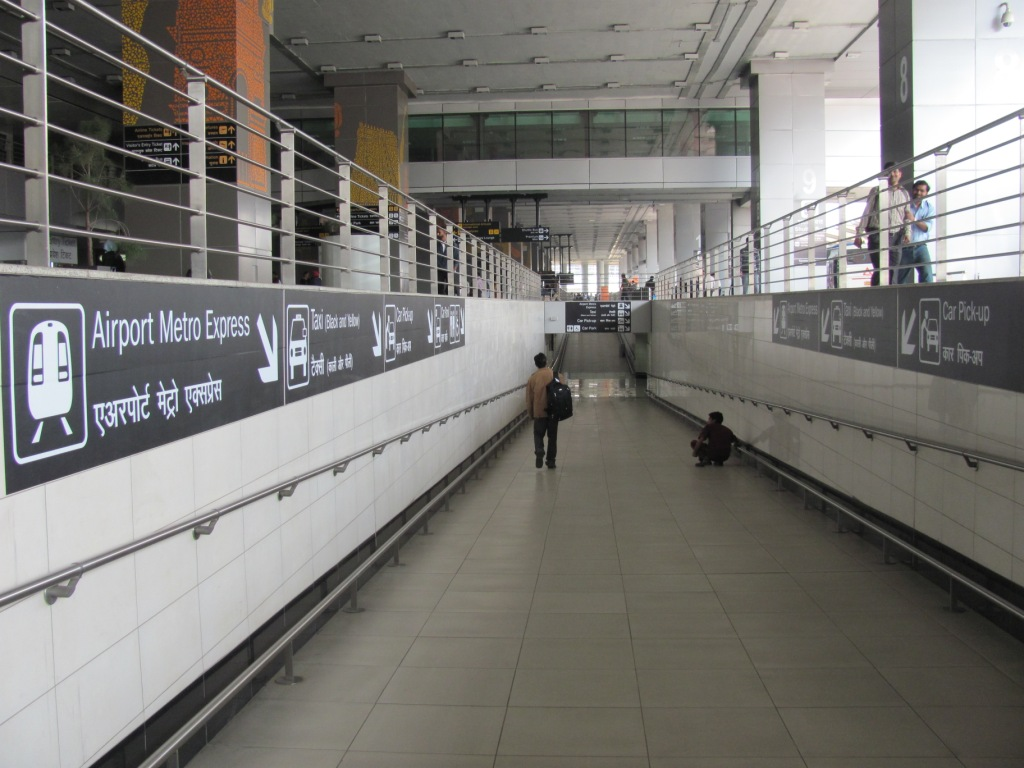 Pedestrian passage at Airport (Terminal 3), connecting Airport Metro Express. Photo by Amit Bhatt.