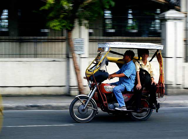 Tricycles are a source of air pollution and health hazards in Manila. Photo by digitalpimp.