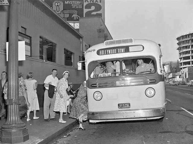 Photo by Metro Transportation Library and Archive.