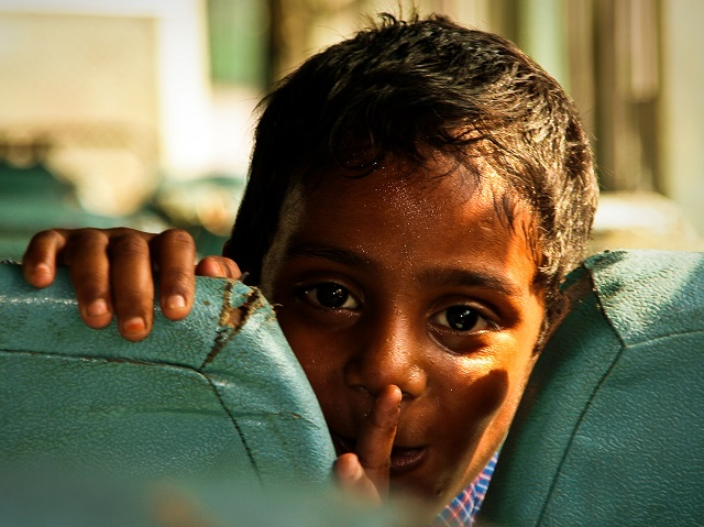 A young boy on a bus in India. Photo by Rob de Wit/Flickr.