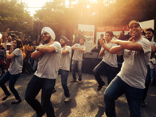 Dancers at the first Raahgiri Day on November 17, 2013. Photo by EMBARQ.