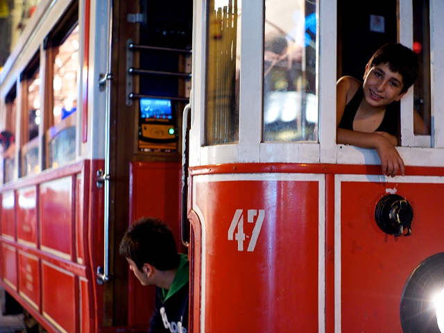 Istanbul is working towards an integrated transport network to turn the tide against motor vehicle and make mass transport the dominant form of mobility once more. Photo by Andreaffm/Flickr.