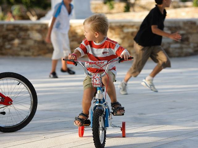 Combining environmental education with cycling helps children make sustainable mobility a life long decision. Photo by Nasos Efstathiadis/Flickr.