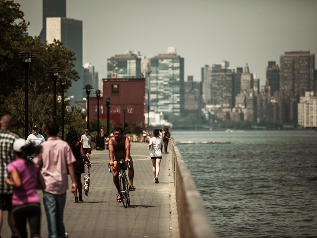 New York City, like many cities around the globe, is reshaping the design of its waterfront to be increasingly resilient to rising sea levels and an unpredictable climate. Photo by Stefan Georgi/Flickr.