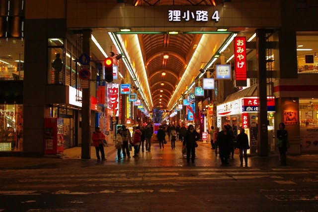 Still busy late at night, the famous tanuki koji shotengai is connected to the largest transit stop, odori station, through an underground walkway. Photo by Wikimedia.