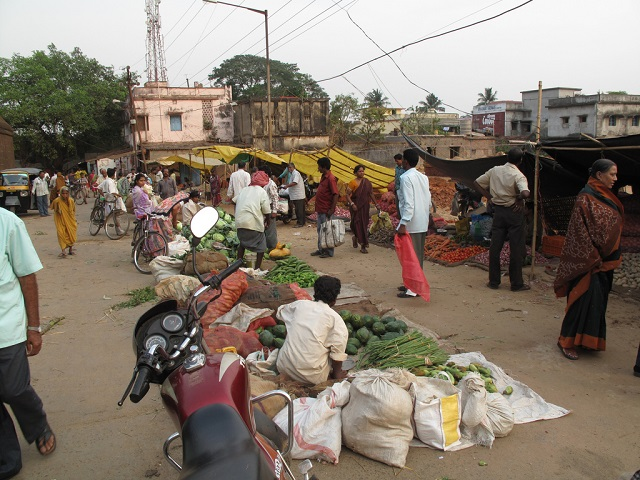Bhubaneshwar's creation of vending zones shows the importance of inclusive planning to support street vendors. Photo by Daniel Roy/Flickr.