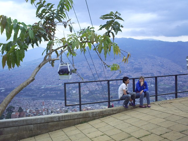 Medellín's Metrocable is the centerpiece of an inclusive urban upgrading strategy that has improved mobility and economic opportunity, while reducing violence in disadvantaged areas. Photo by Gabinete/Flickr.