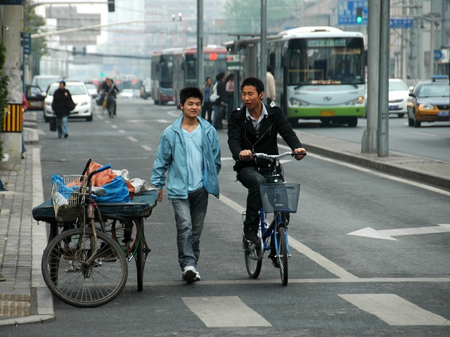 By supporting active transport, planners can limit road crashes and help people to incorporate healthy physical activity into their commute. Photo by Shreyans Bhansali/Flickr.