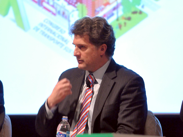 Francisco Barnés Rogueiro spoke about the need to think about urban development at the scale of the megalopolis. Photo by Taís Policanti/EMBARQ Mexico.