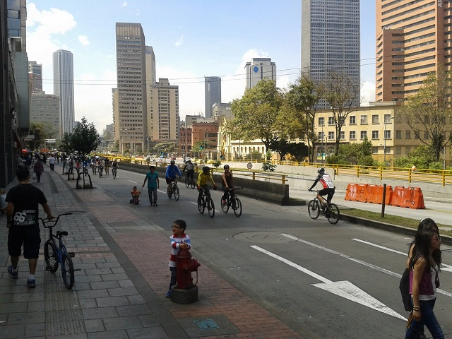 Bogotá's ciclovía gives residents the opportunity to enjoy public spaces for a variety of recreational activities every Sunday. Photo by Dario Hidalgo/EMBARQ.