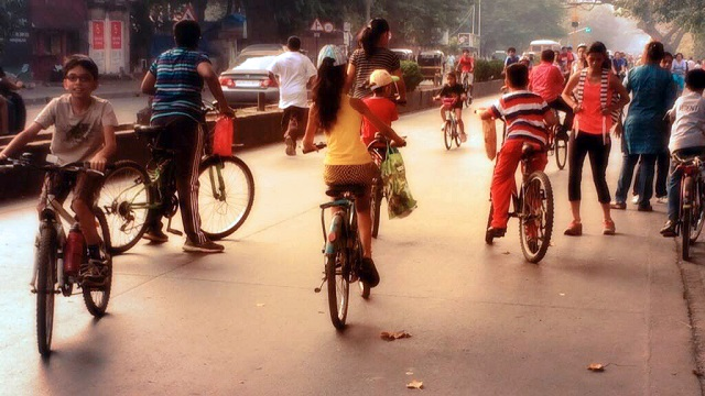 The number of cyclists is increasing every Sunday, bringing Mumbai a step closer to the initiative's larger objective of creating streets for people, not cars. Photo by Sachi Aggarwal/EMBARQ India.